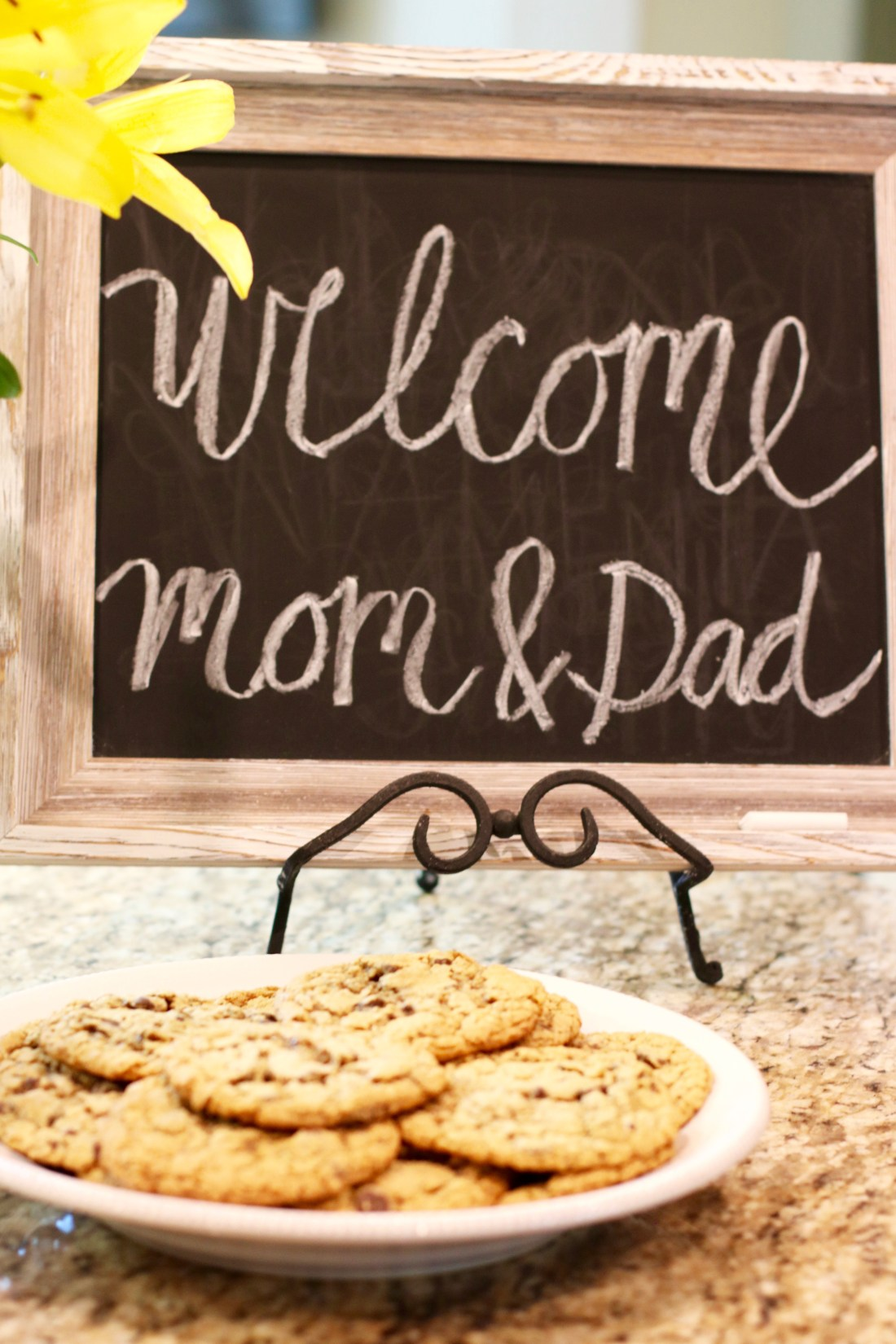 Tips for Welcoming House Guests - #Hostess #Guests #guestroom #bedroom