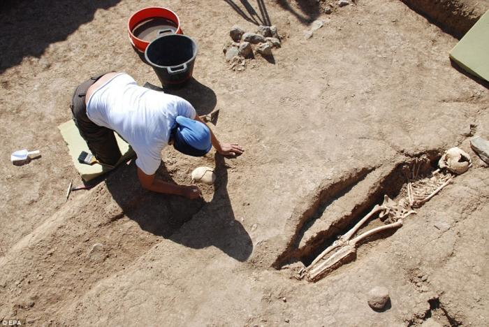 An archaeologist excavates a grave on the Canary Islands, thought to belong to one of the first African slaves.
