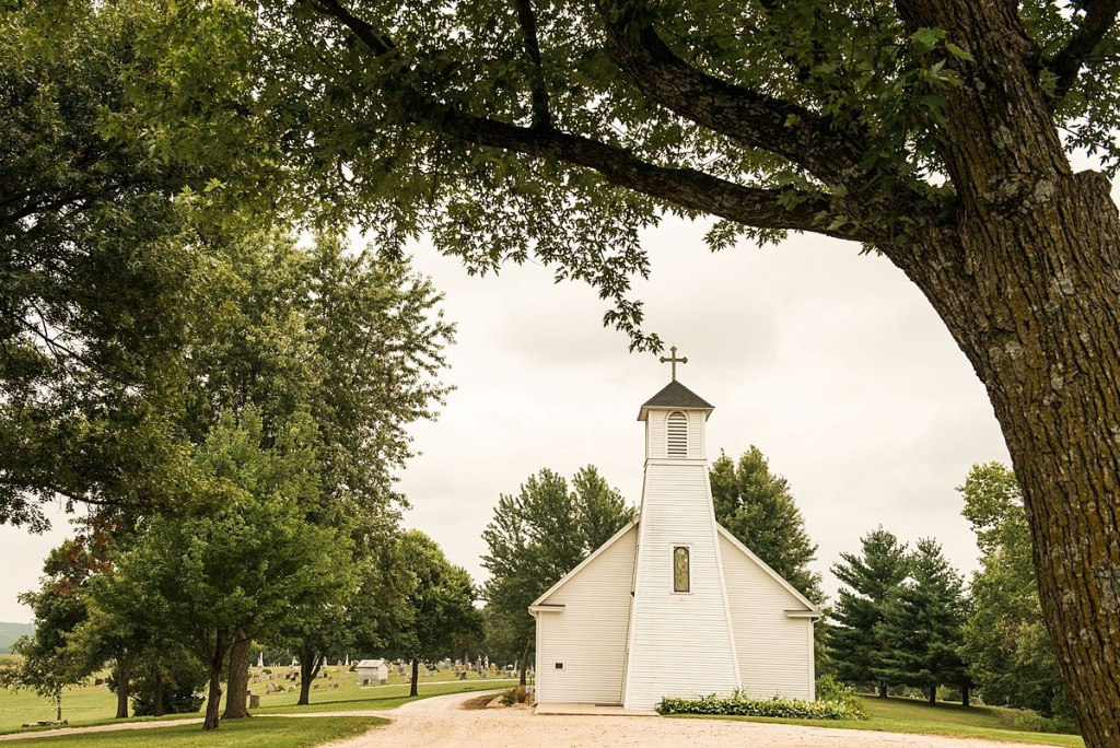 1200px-St._Patrick's_Catholic_Church_in_Cumming,_Iowa