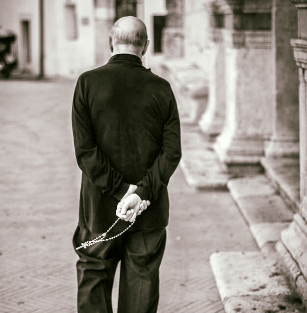 Praying The Rosary The Catholic Gentleman