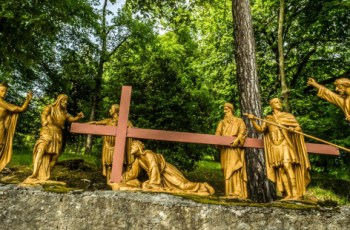 """The fascinating history of the """"We adore you, O Christ"""" prayer from the Stations of the Cross"""