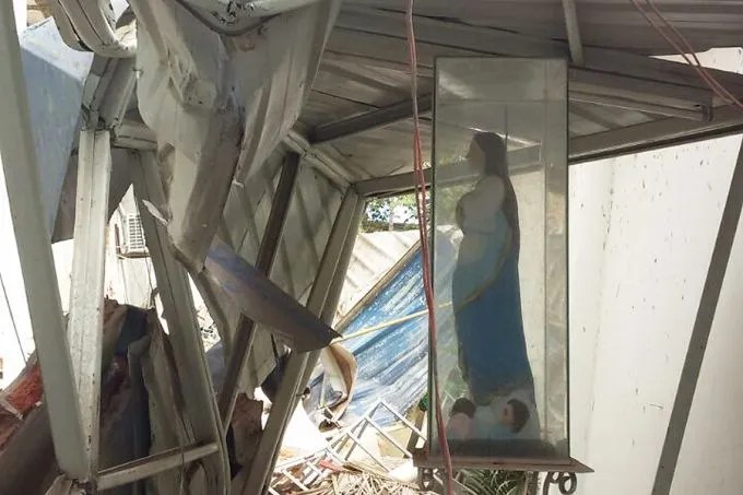 Statue of Mary found amid rubble from the Earthquake in Ecuador on April 16, 2016. Courtesy of the Oblates of St. Francis de Sales.