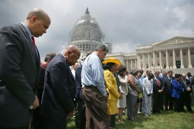 Members of Congress hold a prayer circle for Charleston shooting victims outside the White House, June 18, 2015. Credit: Mark Wilson/Getty Images.