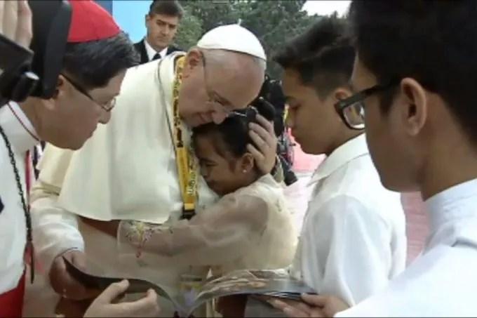 Papa Francisco y Glyzelle Palomar
