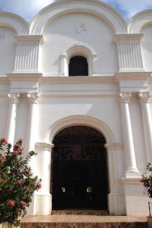 Salvadoran Church Design Spans Traditional European And