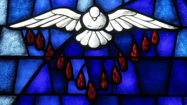 Saint_James_the_Greater_Catholic_Church_(Concord,_North_Carolina)_-_stained_glass,_Holy_Spirit_at_Pentecost
