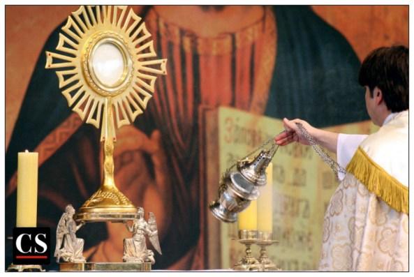 holy hour, eucharistic adoration