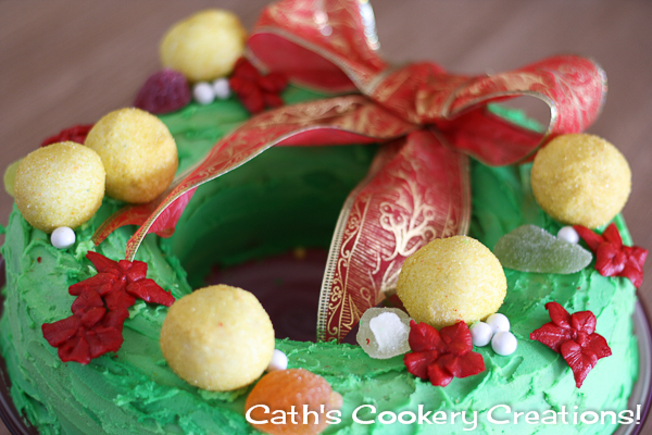 Christmas Wreath Cake from Cath's Cookery Creations! | www.cathscookerycreations.com