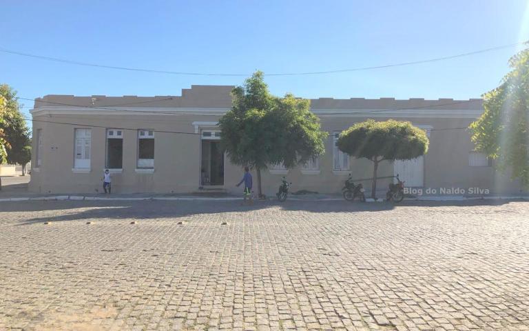detentos de cadeia publica fazem servico de recuperacao de escola no sertao 1