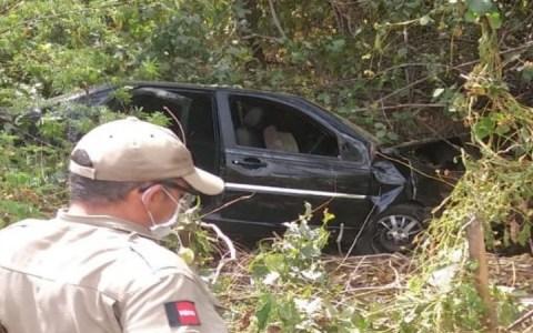 acidente deixa tres pessoas feridas em catole do rocha
