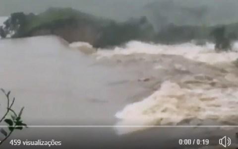 barragem se rompe e inunda povoado na bahia veja video