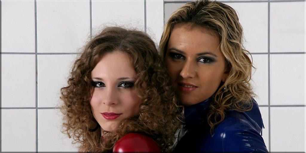 Alina & Katya – Posing