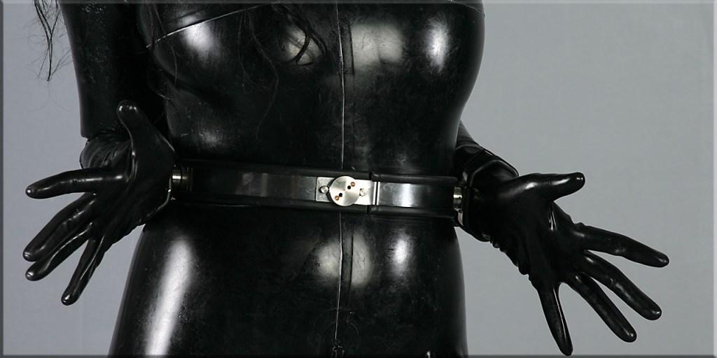 Paulina in Steel bondage
