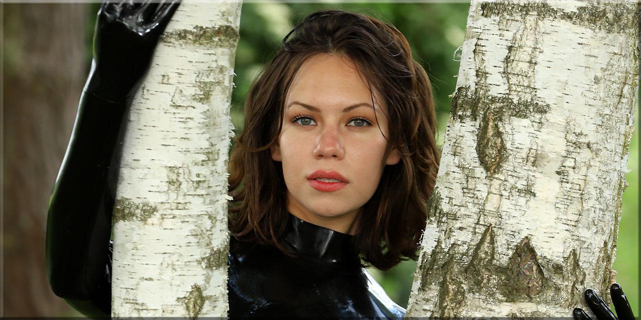 Polina im Schwarz