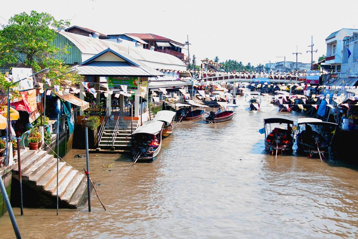 Talat Nam Yam Yen Amphawa
