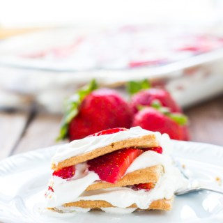 Need to whip up a fresh, yummy summer dessert in a hurry? This strawberry icebox cake is tasty, creamy, pretty, and ready in 20 minutes!