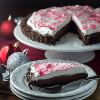 Candy Cane Chocolate Tart | Catz in the Kitchen | catzinthekitchen.com | #Christmas #candycane #tart #chocolate