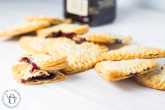 Mini Blackberry Lime Empanadas | Catz in the Kitchen | catzinthekitchen.com | #berries #jam #oregon #desserts #empanadas
