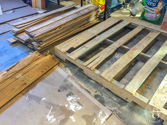 How to take apart pallets