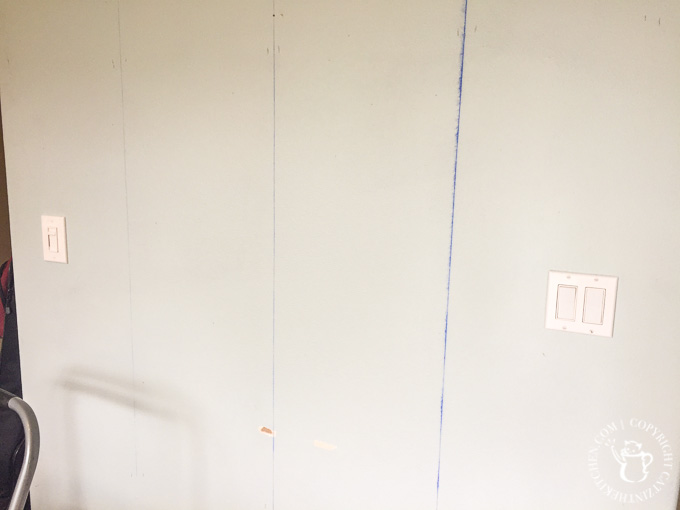 Attaching pallet boards to the wall