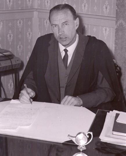 Bruce Lumsden Becomes Headmaster