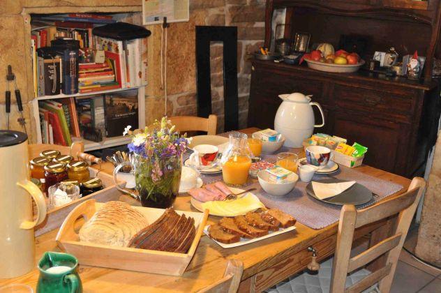 Chambre  table dhtes LAnge Gardien sur le Causse Mjean