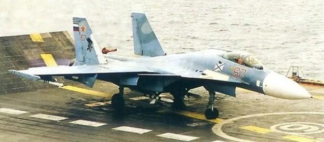 SU 33 - Rússia mantém modernização dos Su-33 sem saber destino de seu único porta-aviões