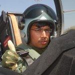 Gripen Top Gun: Estudante de Bangalore voa no caça Gripen durante o Aero India 2011