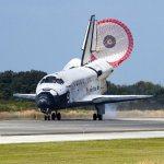 Nave Discovery pousa pela última vez após 27 anos de operação
