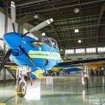 IMAGENS: Novo avião Super Tucano nas cores da Esquadrilha da Fumaça