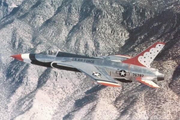 F 105 thunderbirds militaryitems 600x401 - CAÇAS CENTURY: Republic F-105 Thunderchief