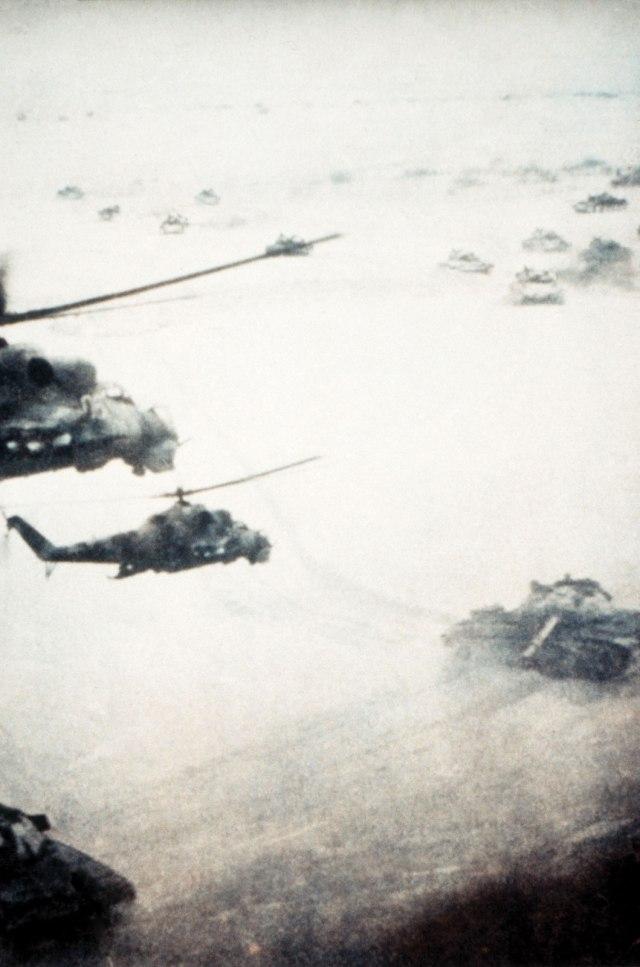 Helicópteros operando no apoio aproximado com as forças de terra. (Foto: blogspot.com)