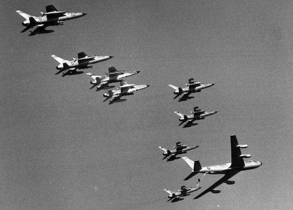 F 105 10 600x431 - CAÇAS CENTURY: Republic F-105 Thunderchief