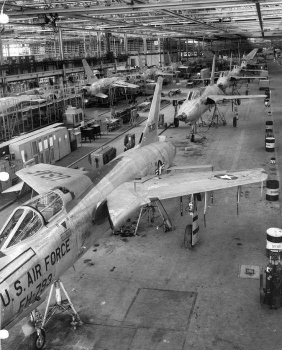 F 105 7 564x700 - CAÇAS CENTURY: Republic F-105 Thunderchief