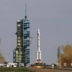 Sob críticas internas, China lança a nave espacial Shenzhou 10