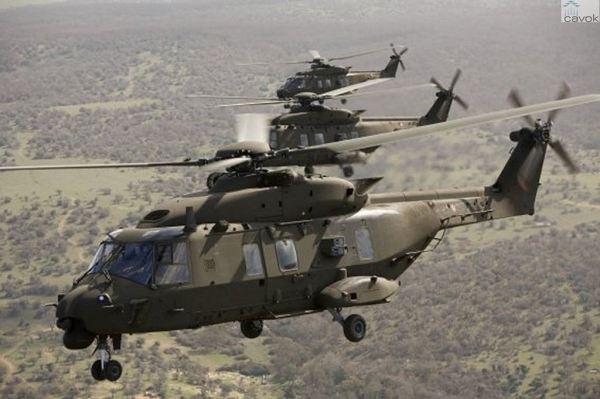 Três helicópteros NH90 TTH do Exército Italiano. (Foto: NHIndustries)