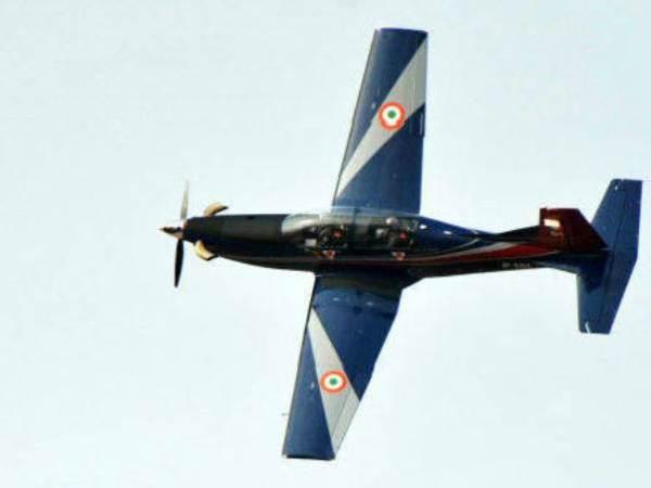 a Força Aérea da Índia relaxou os requisitos operacionais para um treinador básico, favorecendo enormemente o PC-7 Mark II.