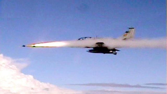 McDonnell Douglas A-4 Skyhawk. Na MB designado de AF-1, tem a ingrata tarefa de prover a defesa da frota.
