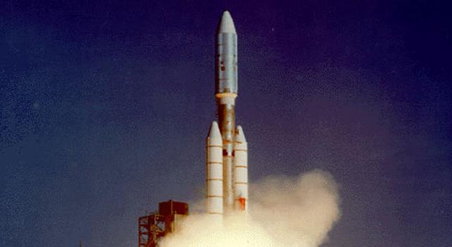 1977: Voyager 1 parte rumo ao desconhecido. (Imagem: JPL)