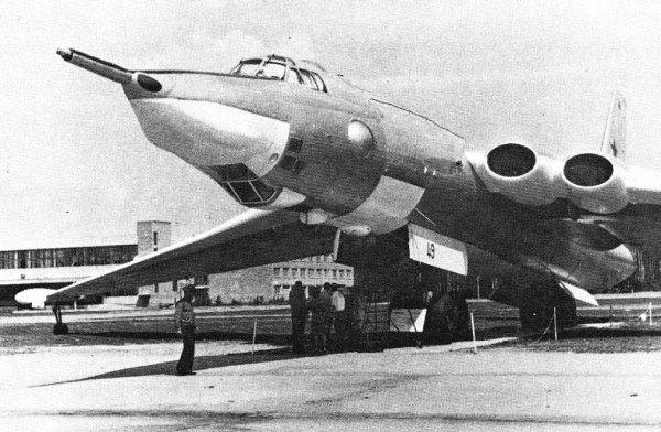 01B 600x392 - Bombardeiros Soviéticos: Myasishchev M-4