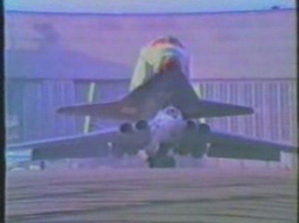 transport de buran sur myasishchev m 4 600x449 - Bombardeiros Soviéticos: Myasishchev M-4