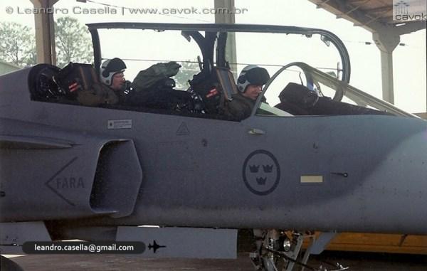 Os caças Gripen da Força Aérea da Suécia ficaram posicionados nos hangaretes da Base Aérea de Canoas. (Fotos: Leandro Casella / Cavok Brasil)