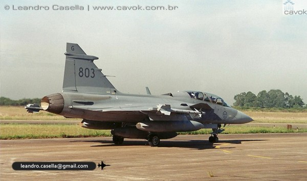 As três aeronaves Gripen no momento que partiam da BACO. (Foto: Leandro Casella / Cavok Brasil)