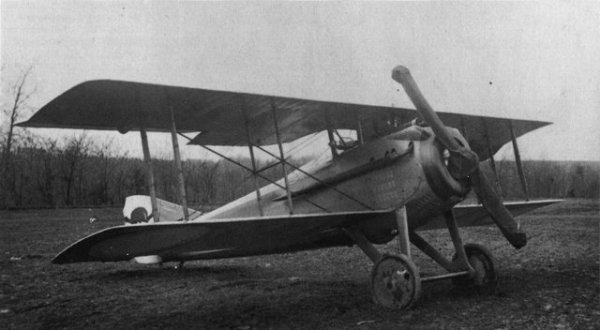 SPAD VII (1916). Foi o melhor caça francês da Primeira Guerra Mundial. Entrou em linha em 1916 com as Esquadrilhas das Cegonhas; o seu modelo VII foi sucessivamente adotado por todas as esquadrilhas de caça francesas e norte-americanas. Foi o avião preferido dos ases Fonck, Guynemer, Baracca e Rickenbacker.