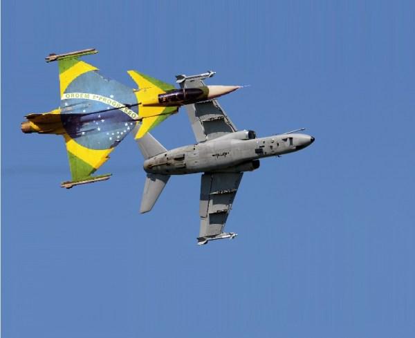 """Na montagem, o futuro Gripen NG/BR """"break"""" com um caça-bombardeiro A-1. (Foto-montagem: Giordani)"""