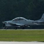 Primeiro A-29 Super Tucano para a Força Aérea afegã chega a base aérea de Moody