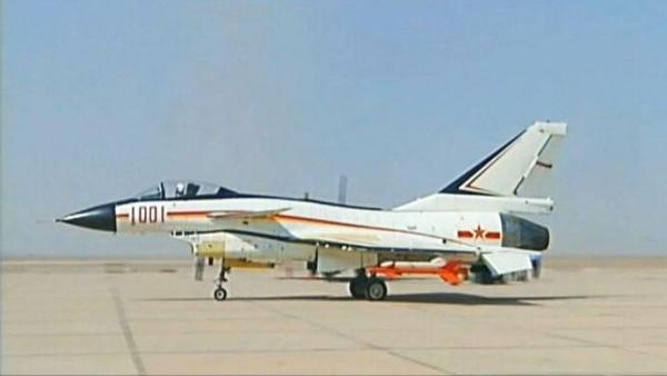 Primeiro protótipo do J-10, 1001 Red, voou pela primeira vez em meados de 1996.