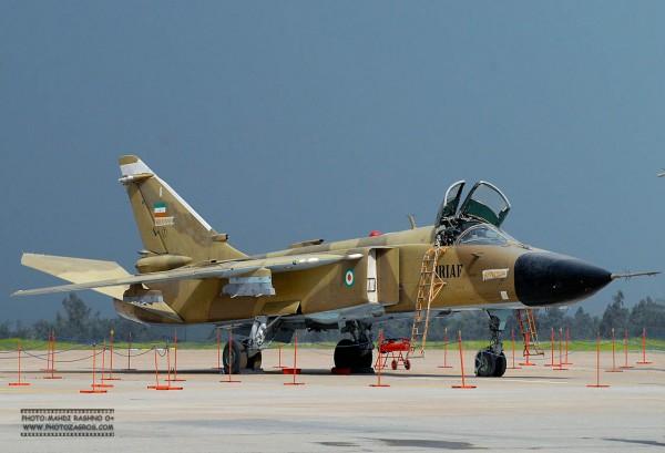 """Sukhoi Su-24 """"Fencer"""" da IRIAF. (Imagem: military.ir)"""