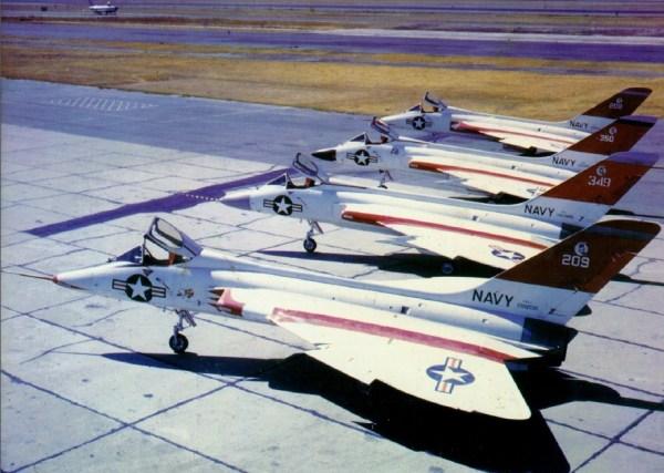 Douglas F5D-1 Skylancer, apenas 4 unidades foram construídas, 2 protótipos (139208 e 139209) e 2 aeronaves de teste (142349 e 142350)