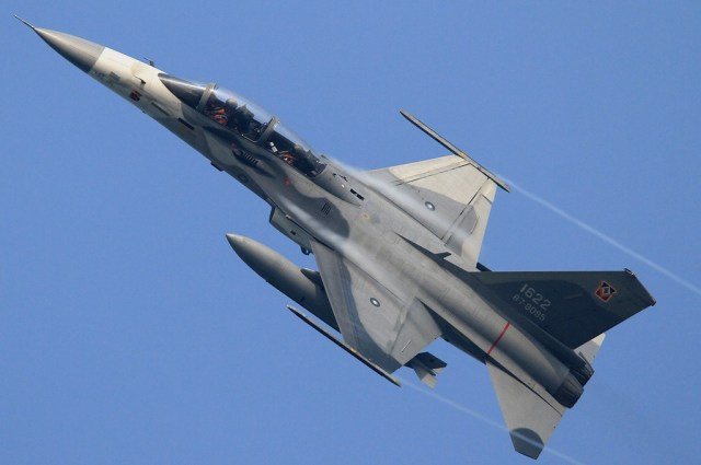 """1673109 - ESPECIAL CAVOK 10 ANOS - Poder Taiwanês: AIDC F-CK-1 """"Ching kuo"""""""